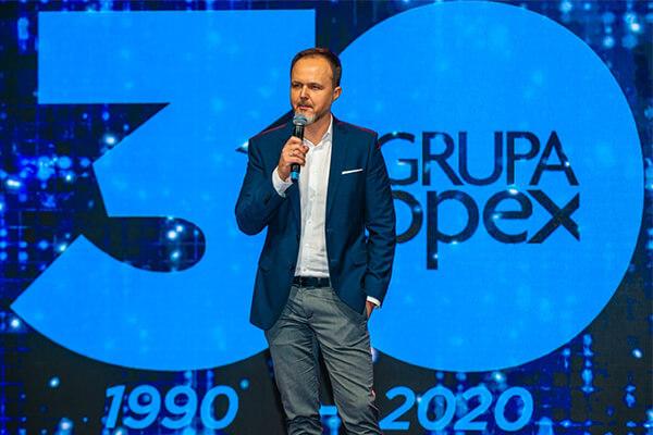 Piotr Potowski dyrektor generalny GK GTX przemawia na konferencji