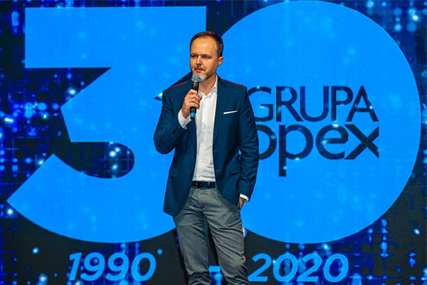 Piotr Potowski dyrektor generalny Grupy Topex na konferencji 30 lat